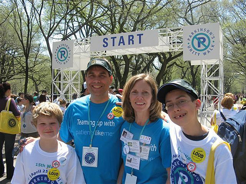 A PatientsLikeMe Member and Her Family at the 2009 Unity Walk Start Gate