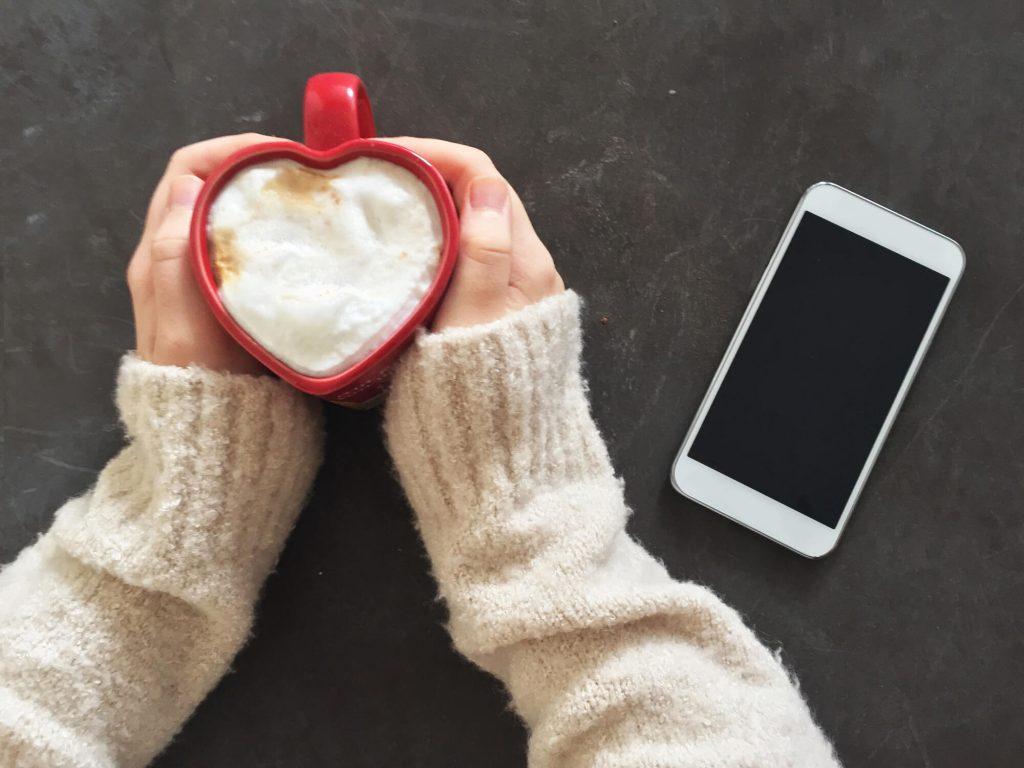 cold hands holding mug
